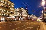 01 L'avenue Nevesky 2 h du matin pour accueillir les voyageurs d'ASF